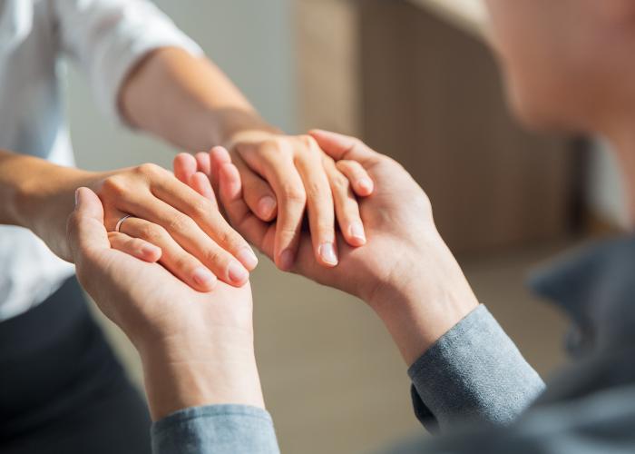 牽手,代表著兩人將一路扶持,把你的手交給我。