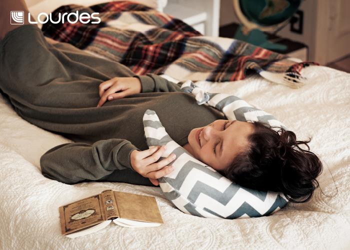 弧形揉捏溫熱肩頸按摩枕,超大彈性的實用按摩功能之外,還有溫熱效果,是女孩子經期的好夥伴,加上軟綿綿的材質,哪個女生能不愛,絕對是交換禮物的精選之一