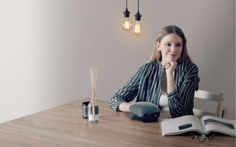最時尚的手部按摩器,全新Lourdes黑色煥采溫熱手部按摩器,比前一代更進化,打造最新的知性感,增加手掌指壓版,讓經常滑手機而導致虎口痠痛的你也有緩解的新方法。