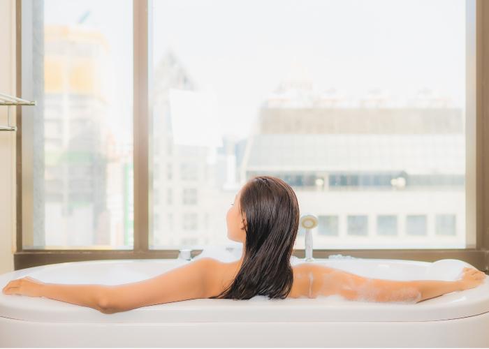 泡澡也是讓身體暖和起來的好辦法,促進血液循環、還可以放鬆身心,消除壓力。