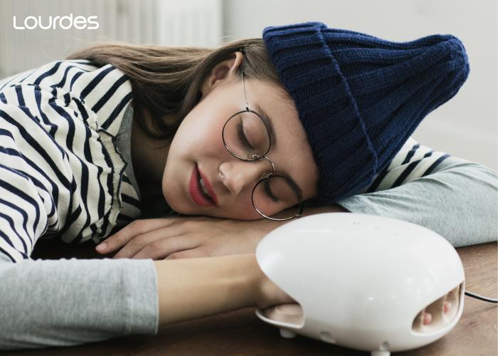 女孩子冬天最常遇到的就是手腳冰冷,常常手都凍得不太靈活,每天使用手部按摩器搭配溫熱功能與按摩,就能促進末梢血液循環,讓手變得暖和。
