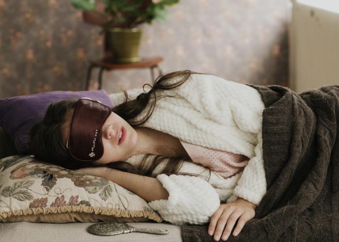 加入玻尿酸與美容纖維的全新熱敷眼罩,讓你在放鬆眼睛的同時,保持眼周肌膚濕潤,一舉兩得。